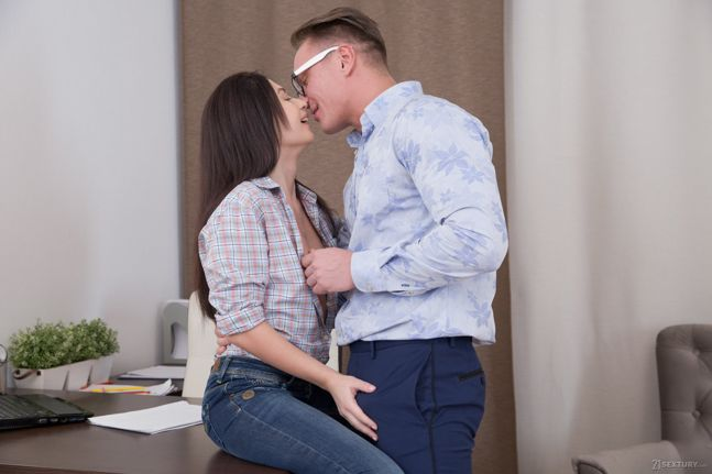 Roxy Sky - Handsomely Rewarded - 21sextury hd video