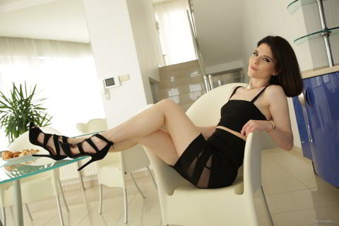 Sara Bell - Horny Italiana - 21sextury.com HD video