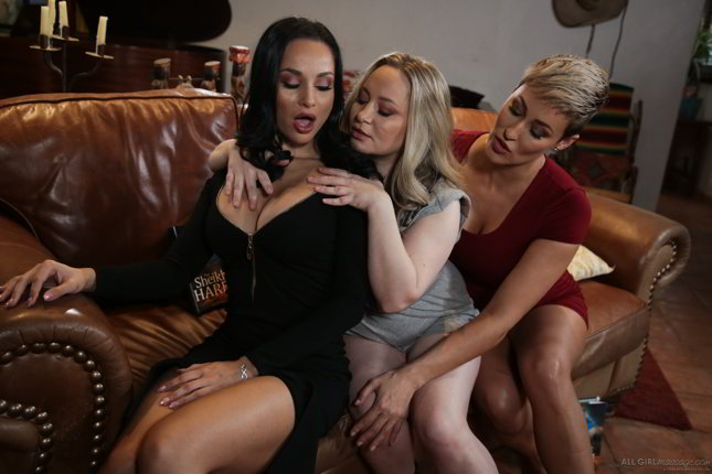 Ryan Keely, Aiden Starr, Crystal Rush - MILF Book Club Massage - lesbian threesome massage video