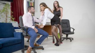 hilly-kiss_penelope-cum