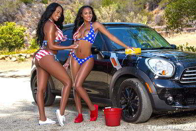 Brittany and Brandi Kelly - The Kelly twins - Wet hot america