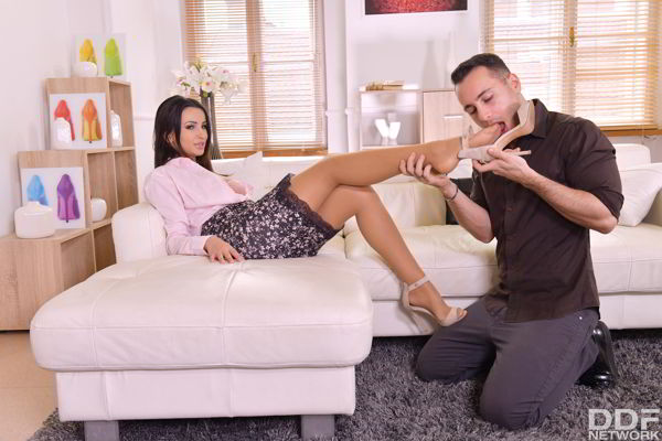 Alyssia Kent - Sexy Milf Satisfies Foot Fetish Desires - Foot Fetishvideo