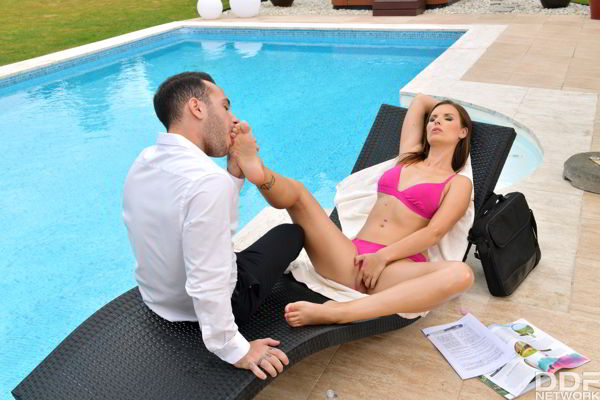 Jenifer Jane - Bikini Babe Footjobs Poolside - Hotlegsandfeet.com Ultra HD video