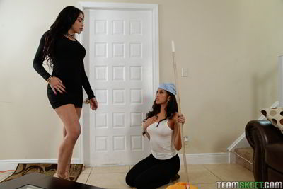 Selena Santana and Sophia Leone - Working hard for her money - xxx video