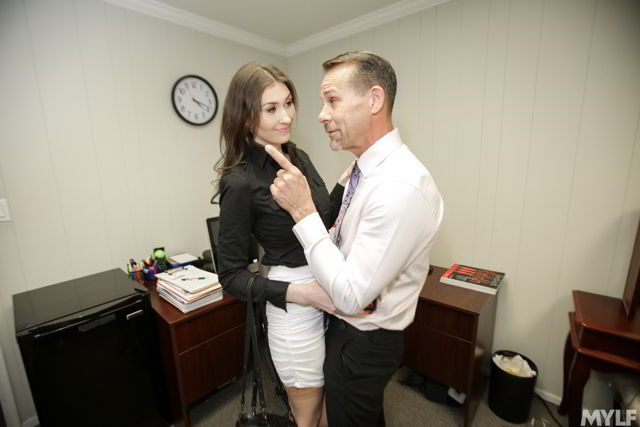 Angelina Diamanti - Dripping Cooch In The Corner Office - MomDrips discount